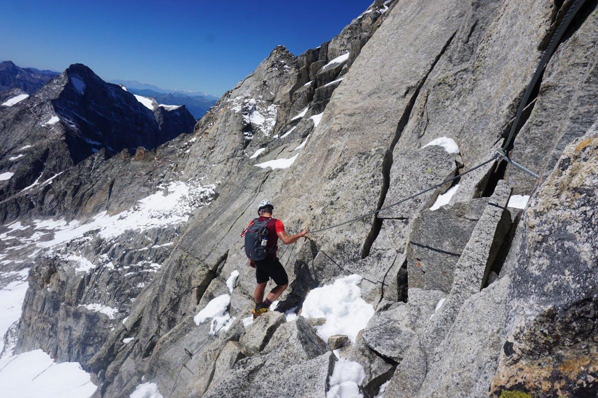 Gute Kletterausrüstung wird für die Wanderung benötigt