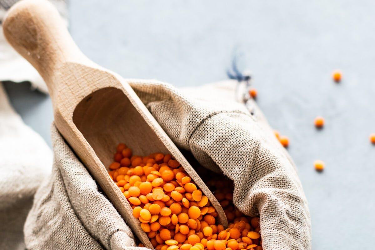 Hülsenfrüchte wie Linsen unterstützen die Deckung des Vitamin-B-Bedarfs