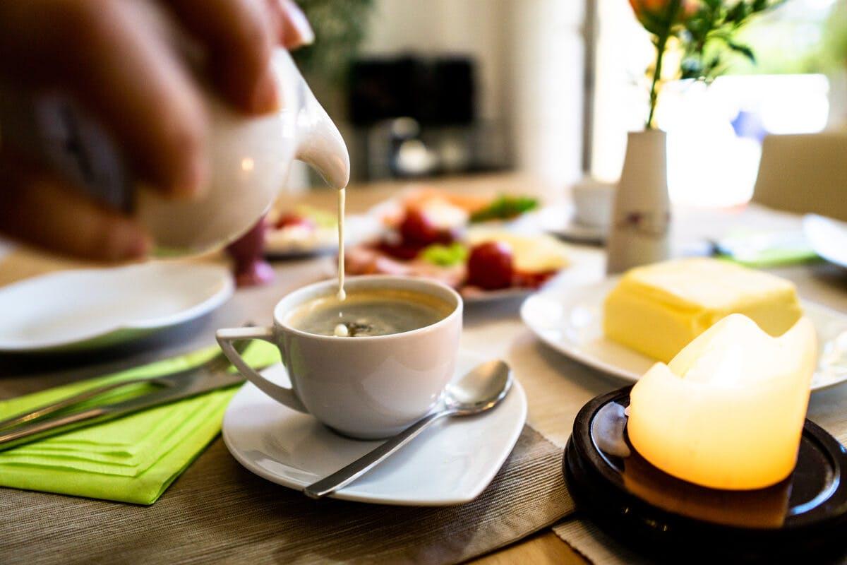 Die Tasse Kaffee ist für viele ein fixes Morgenritual