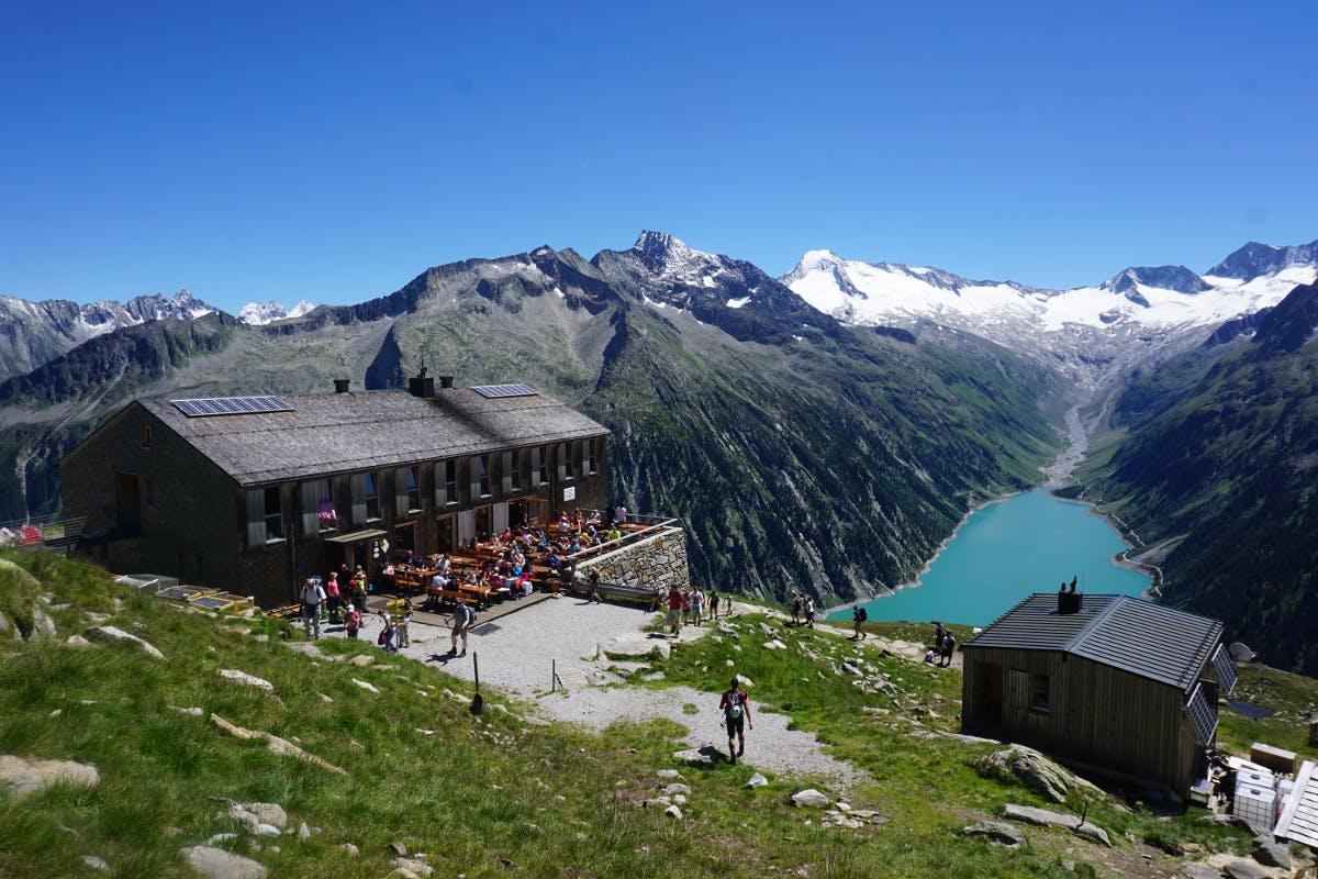 Die Hütte am Olperer bietet Übernachtungsmöglichkeiten und eine gute Jause