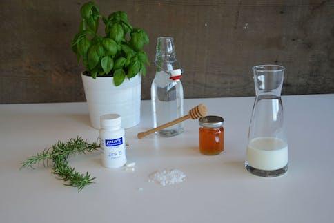 Frischekick für die Haare mit Honig, Milch und Zink selbermachen