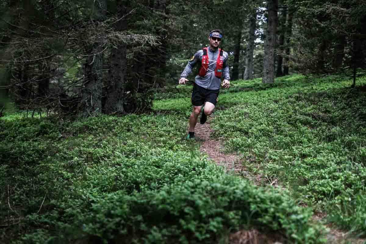Bei der Sportart Trailrunning geht es quer durchs Gelände