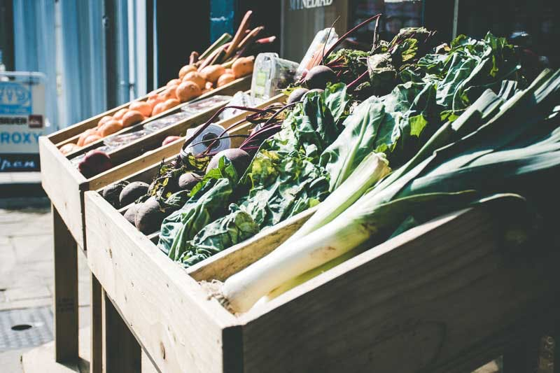 Orthomolekulare Medizin kann man gut mit einer ausgewogenen Ernährung reich an frischem Obst und Gemüse ergänzen.