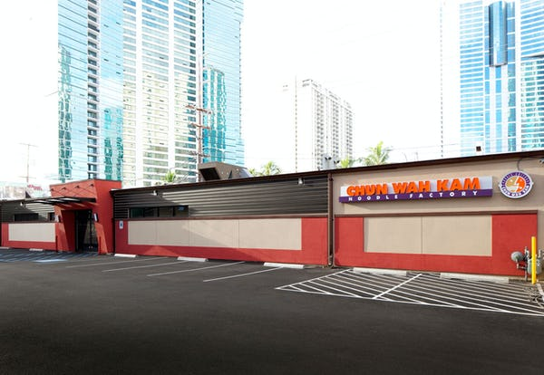 Exterior photo of Chun Wah Kam Noodle Factory Kakaako with parking lot