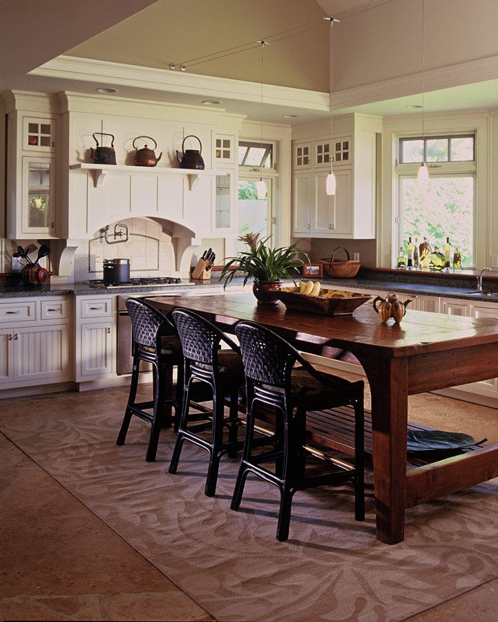 Kitchen and kitchen table seating.