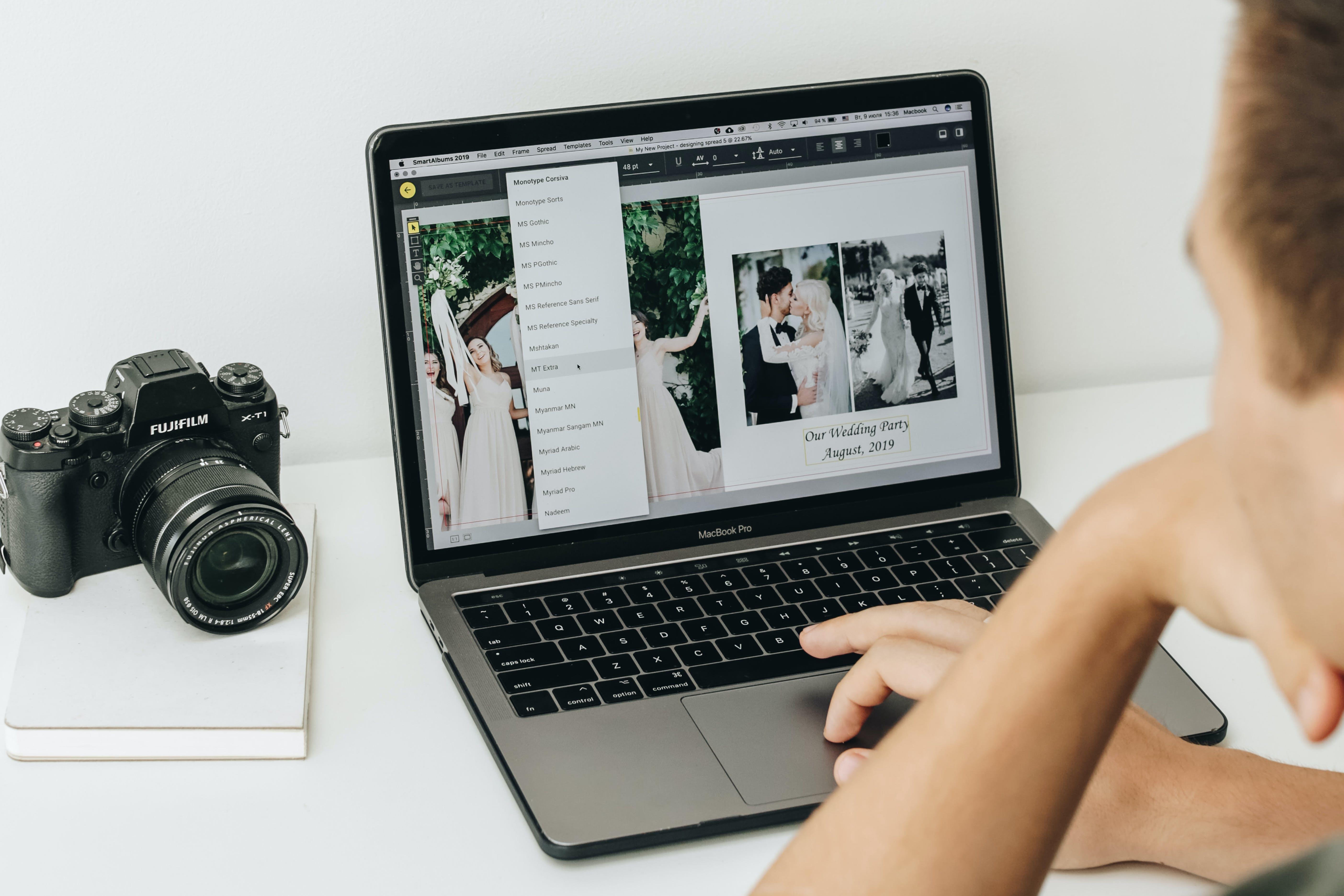 Wedding photographer using SmartAlbums 2019 to design photo album for clients
