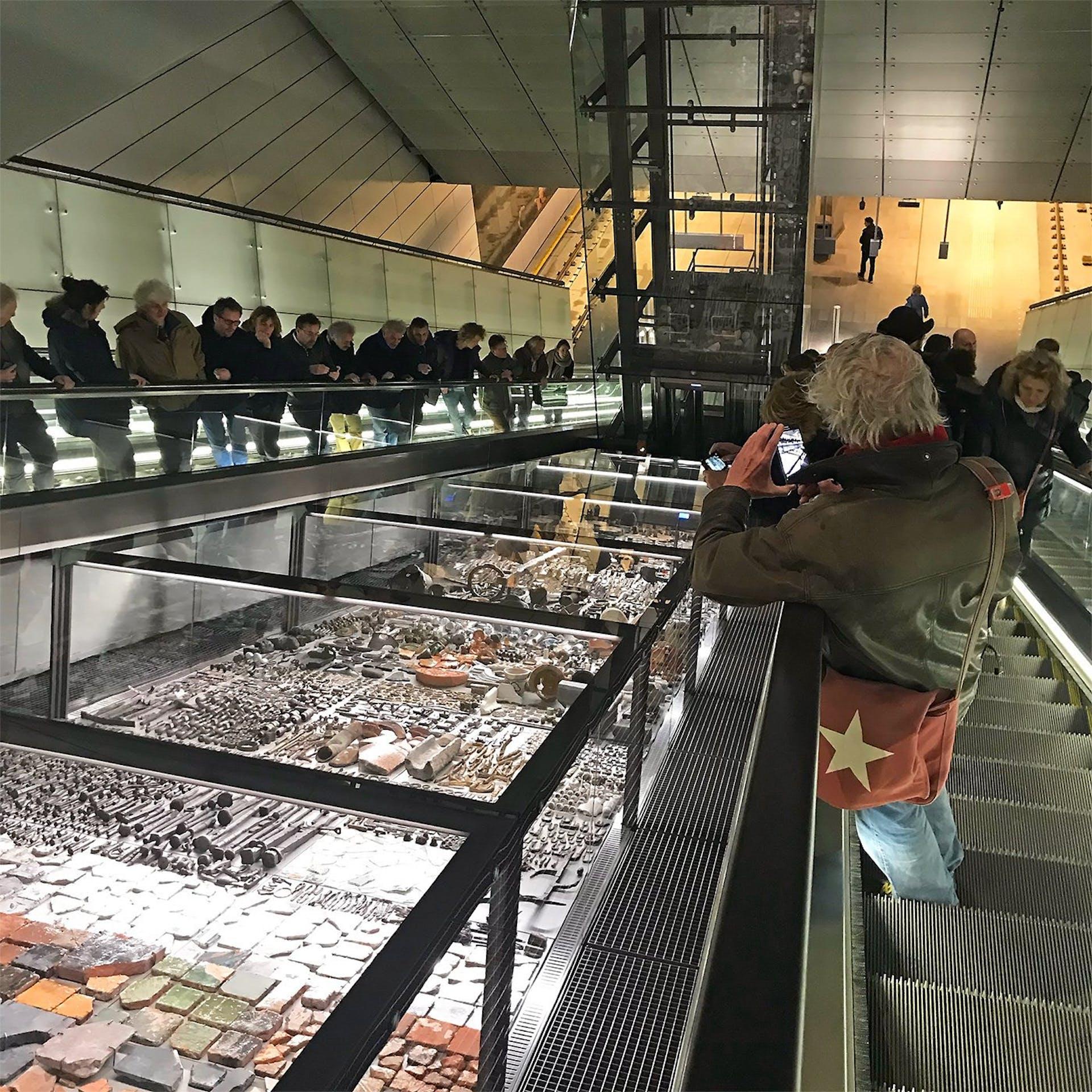 De opgravingen van het project Below the surface op station Rokin in Amsterdam