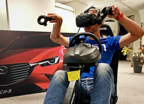 Speler van de Mazda VR game door Q42