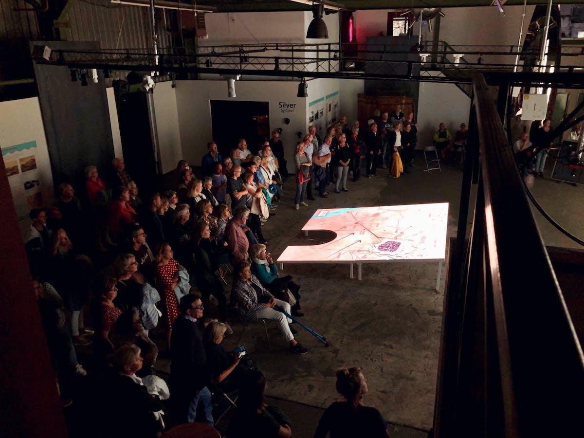 Veel publiek bij de opening van de expositie