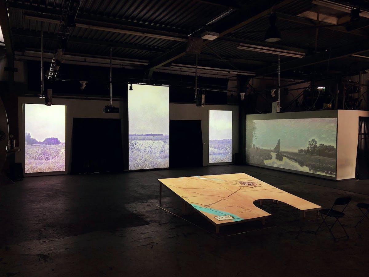 Overzicht van alle schermen van de expositie