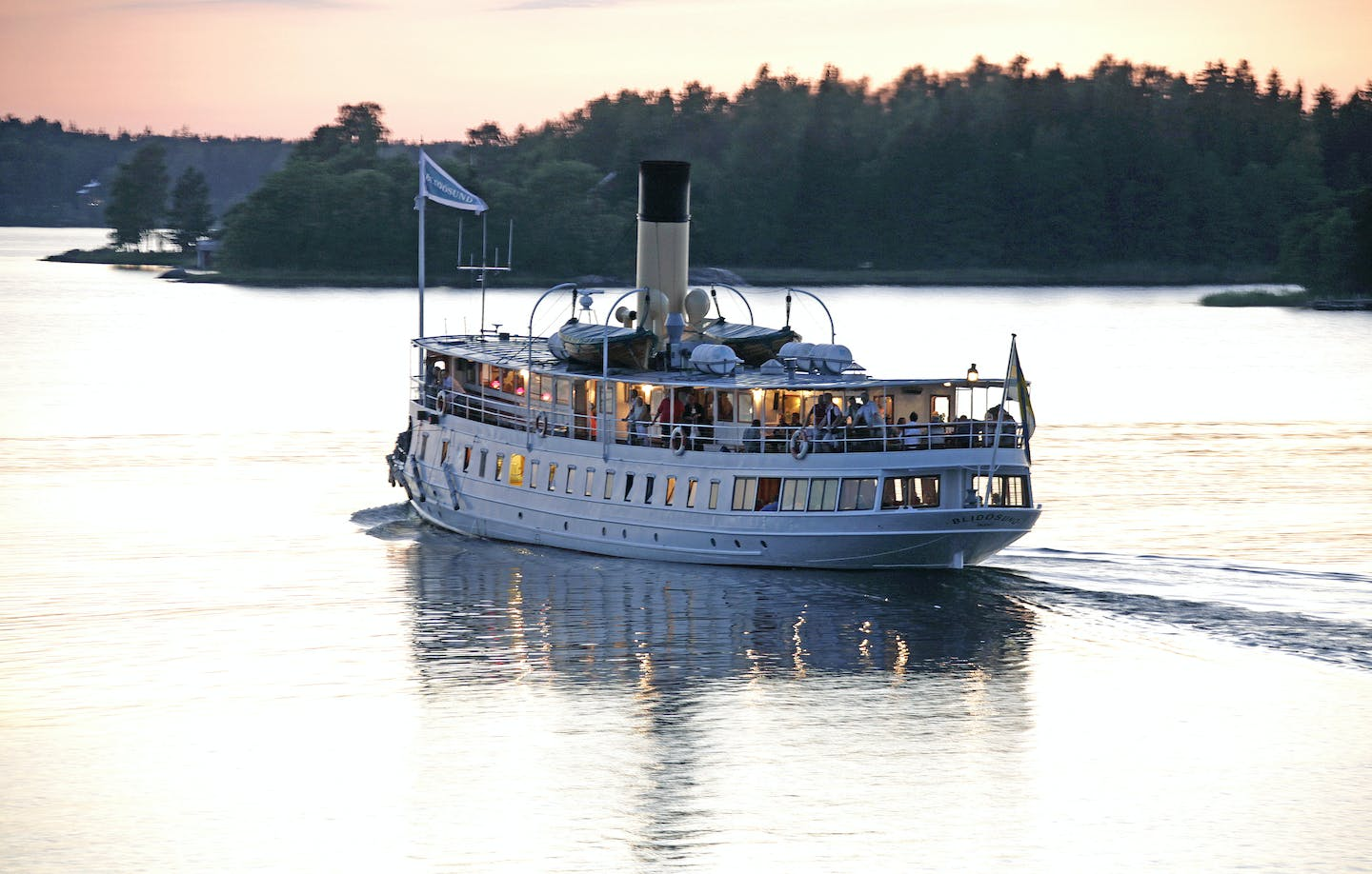 The music cruise ship s/s Blidösund in sunset