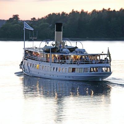 The music cruise ship s/s Blidösund in sunset