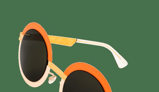 lunette de soleil femme mykita modèle 4 3 forme ronde orange rose mat et branches dorées mode originale verres gris vert