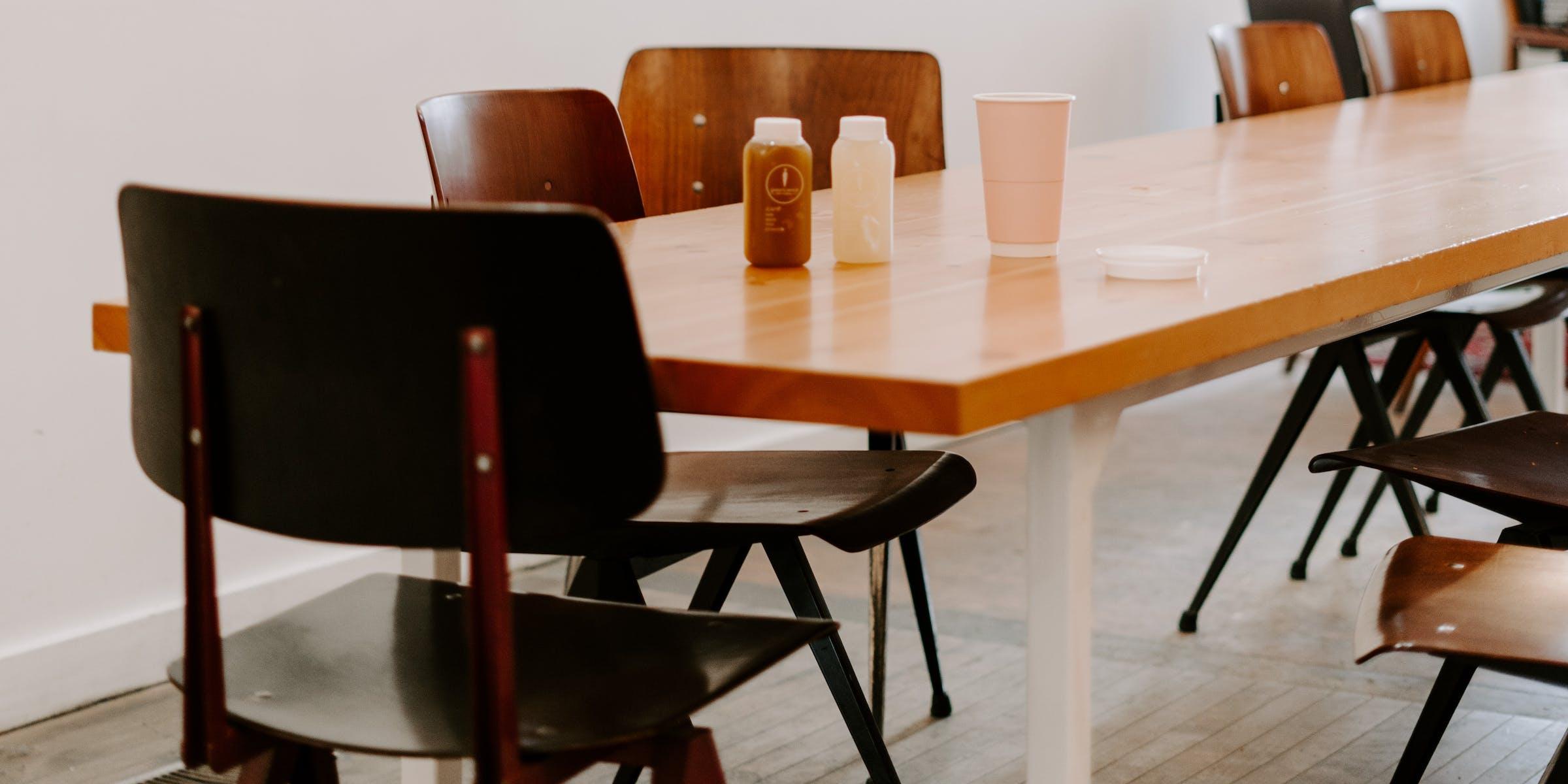 Коммунальные столы в ресторанах
