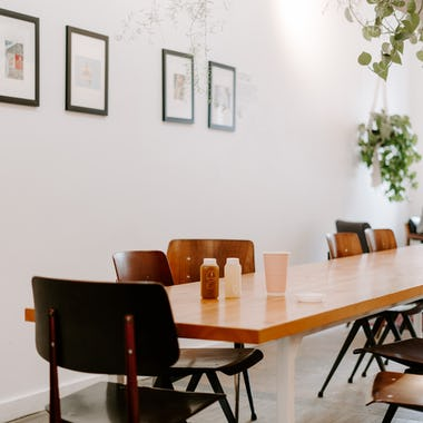 Изображение Коммунальные столы в ресторанах