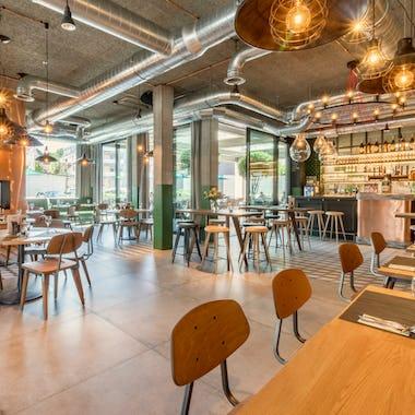 Изображение Роспотребнадзор выработал план открыть кафе поэтапно