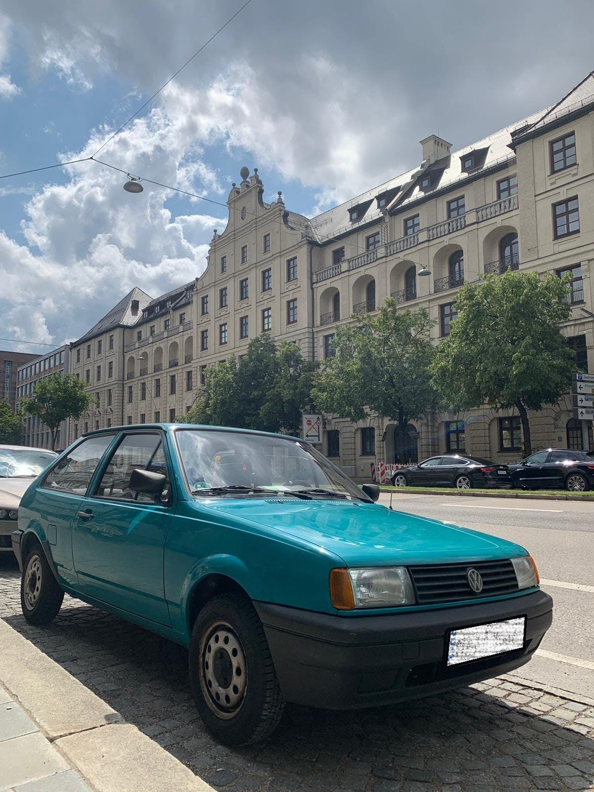 Ein VW Polo II von vorne.