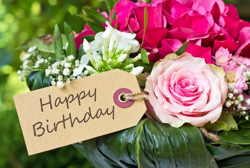 Sie gratulieren mit Blumen! Bestellen Sie einen schönen Geburtstagsstrauß und lassen Sie ihn mit Regionsflorist ausliefern. Blumen verschicken mit einer Geburtstagskarte für Sie banner.
