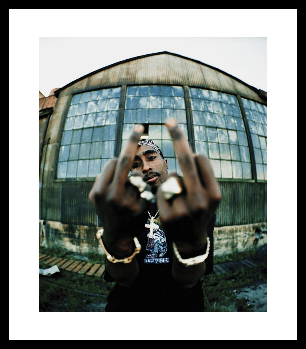 Tupac Fingers Up