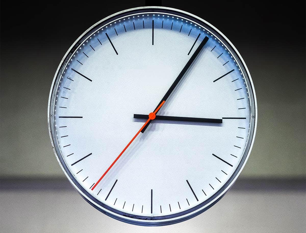 Stimmungsbild mit Uhr