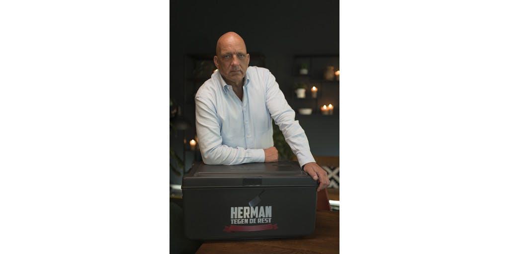 Herman den Blijker gaat verrassende culinaire competitie aan in 'Herman Tegen De Rest'