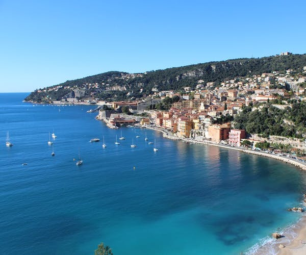 Floira Coastline - Crisp blue water & clean sand