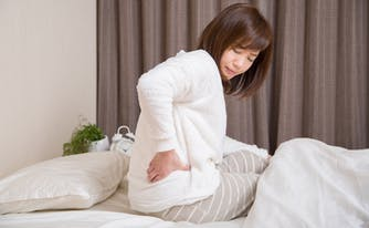person who has hip pain while sleeping