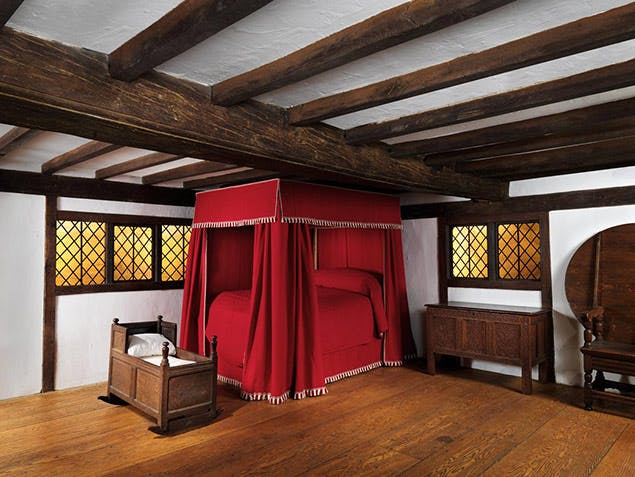 fancy bed from late 1700s