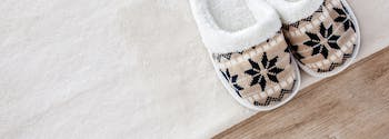 how to find the best slippers - image of cozy slippers