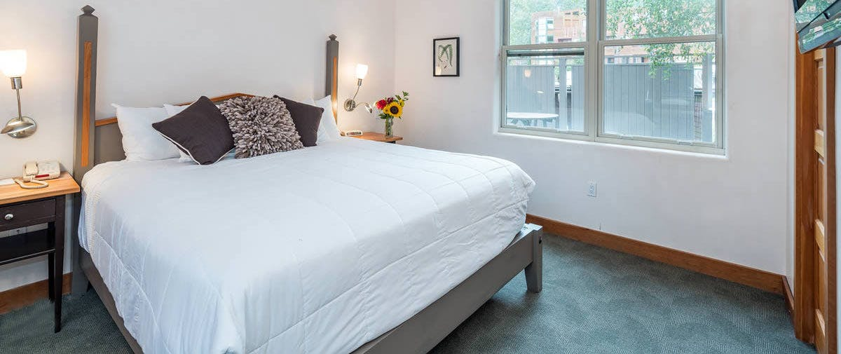 saatva mattress in camel's garden hotel