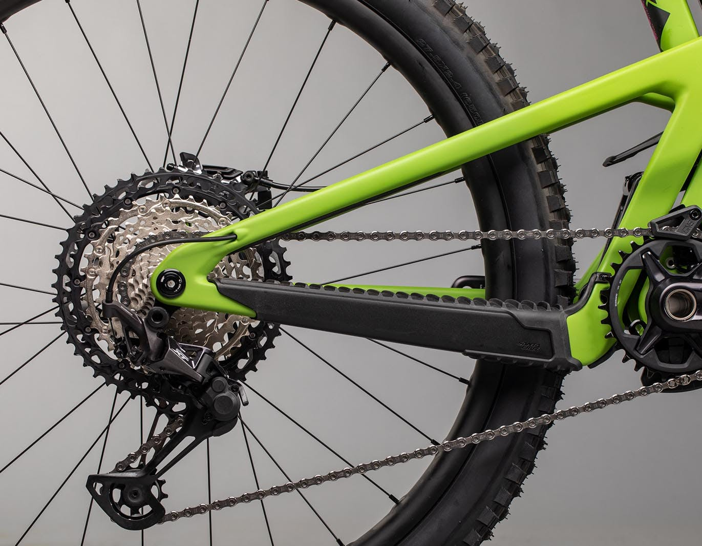 Chainstay and rear triangle profile on green Nomad