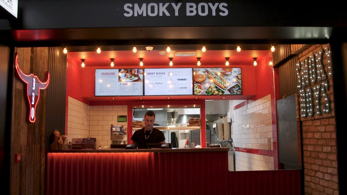 Smoky Boys Attract More Customers to Their Pop-Up Through Enticing Digital Menu Boards