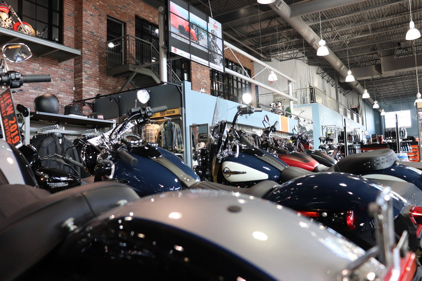 How Dealership Barnes Harley-Davidson Uses ScreenCloud to Deliver Engaging Promotional Materials to Customers