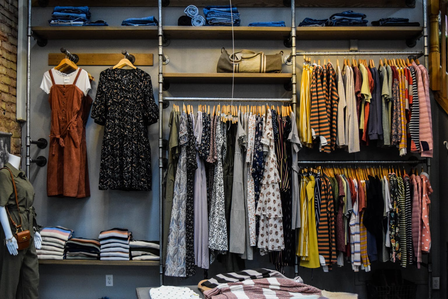 seema.com, seema newsletter, seema network, seema fashion, seema fashion for south asians, seema trends, seema fashion trends, fashion trends during the pandemic, purge in summertime, what to do with overflowing closets, Marie kondo, life changing habits of tidying up, tossing the someday clothes, fashion, summer fashion during the pandemic, unsplash, burgess milnor, burgess milnor unsplash