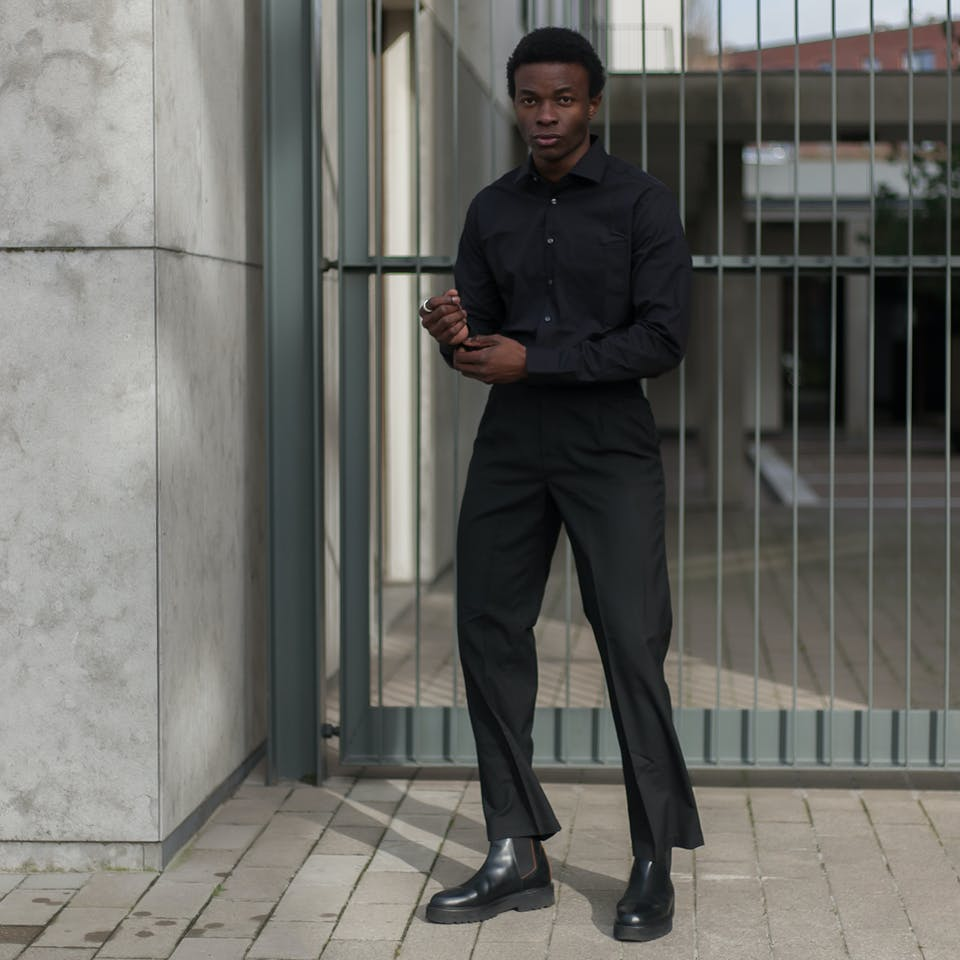 #5 - The Black Shirt | Seidensticker