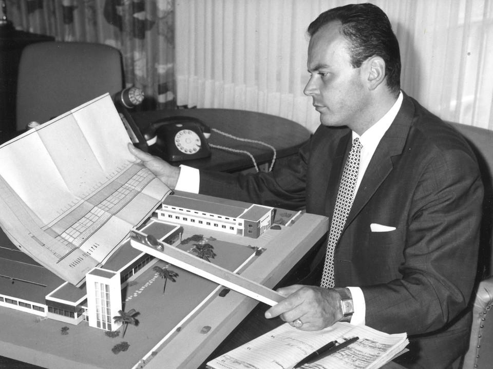 Walter Seidensticker bei der Arbeit