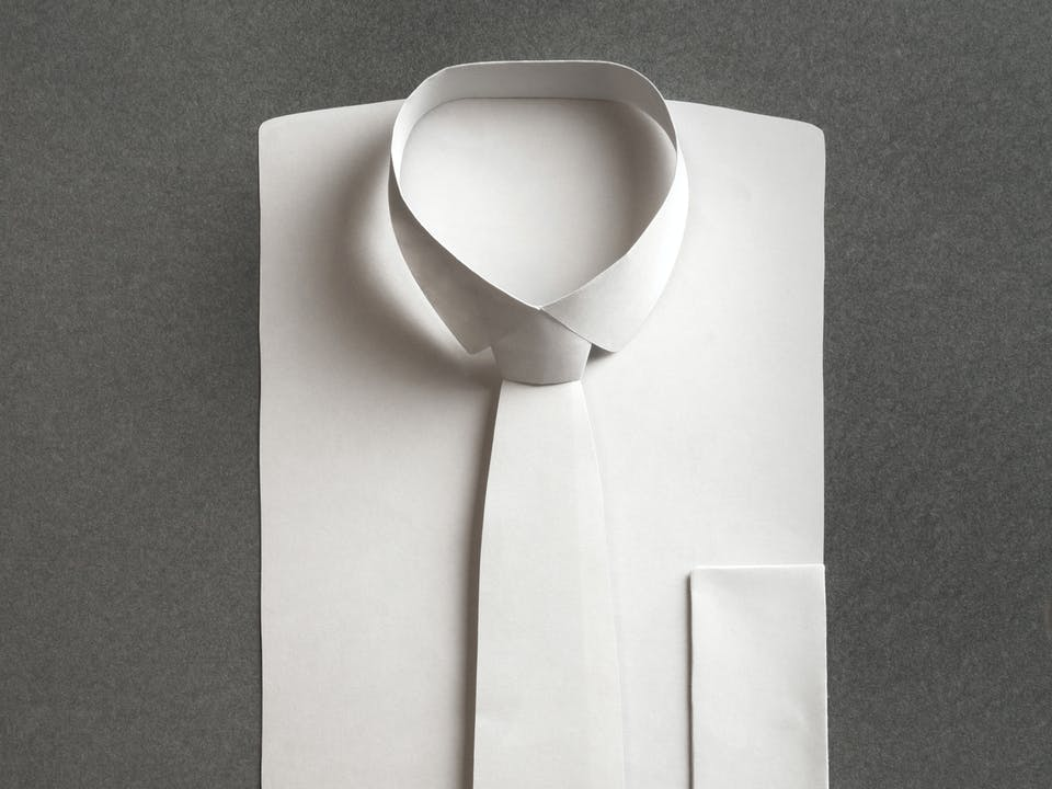 Tying a tie | Shirt Guide | Seidensticker
