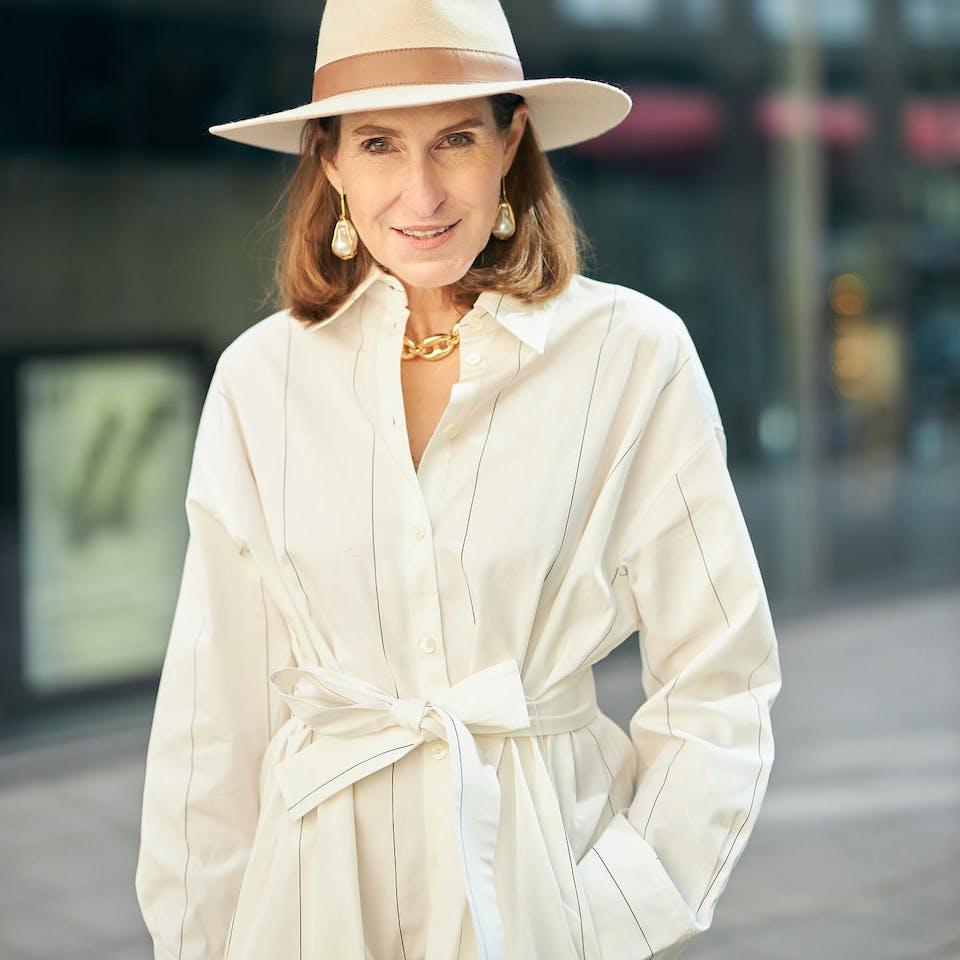 Off-white striped dress glam-o-meter | Seidensticker