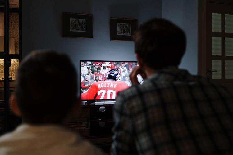 Personas viendo un juego