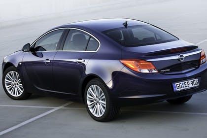 Opel Insignia A  Aussenansicht Heck schräg statisch blau