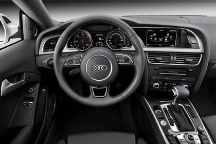 Audi A5 Coupe Facelift Innenansicht Fahrerposition Studio statisch schwarz