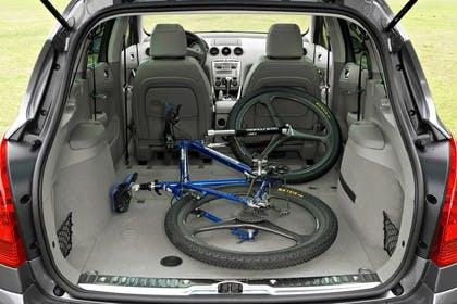 Peugeot 308 SW 4J Facelift Innenansicht statisch Detail Kofferraum Rücksitze umgeklappt