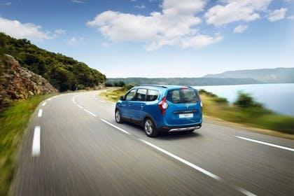 Dacia Lodgy Stepway SD Aussenansicht Heck schräg dynamisch blau