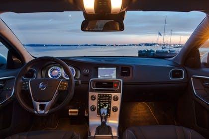 Volvo S60 F Innenansicht statisch Vordersitze und Armaturenbrett