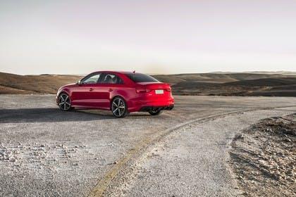 Audi RS3 Aussenansicht Heck schräg statisch rot