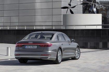 Audi A8 4N Aussenansicht Heck schräg statisch grau