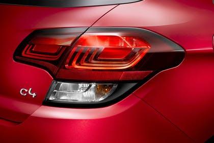 Citroën C4 N Aussenansicht Heck schräg statisch Studio Detail Rückleuchte rechts und C4 Schriftzug rot
