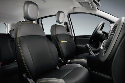 Fiat Panda 319 Innenansicht statisch Studio Vordersitze und Armaturenbrett beifahrerseitig