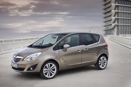 Opel Meriva B Aussennsicht Front schräg statisch graubraun
