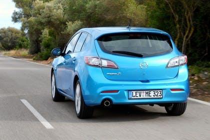 Mazda 3 Fünftürer BL Aussenansicht Heck schräg dynamisch blau